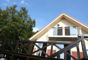 おとぎ話にでてくるような熊本の木の家 自然素材の家 手刻みの家(白水村の家) 手造りドア 薪ストーブサムネイル