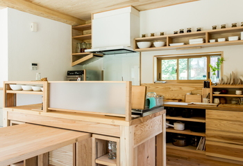 高森の自然素材の家 手刻み 手造りキッチン 薪ストーブ 熊本木の家 (熊本 南阿蘇村)サムネイル
