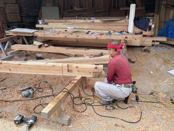 西原村の木の家の手作業の風景です!!サムネイル